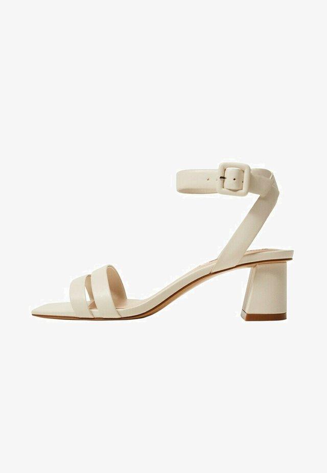 Sandaalit nilkkaremmillä - gebroken wit