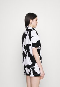 NEW girl ORDER - COW PRINT SHIRT - Pusero - multi - 2