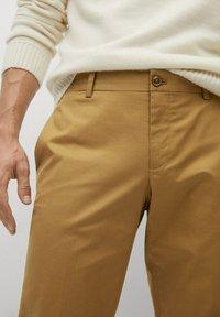 Mango - DUBLIN - Pantalones chinos - braun - 4