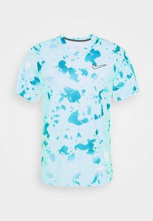 DRY VICTORY  - Camiseta estampada - copa/white
