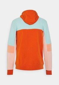 Nike Sportswear - HOODIE  - Sweatshirt - light dew/campfire orange/apricot agate/arctic orange - 1