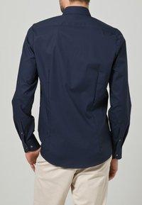 OLYMP Level Five - OLYMP LEVEL 5 BODY FIT - Formal shirt - dark blue - 4