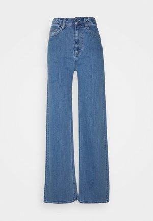 WIDE LEG - Flared Jeans - denim medium