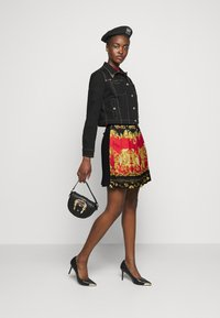 Versace Jeans Couture - LADY SKIRT - Pleated skirt - black/carmin - 1