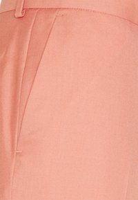 Isaac Dewhirst - THE FASHION SUIT NOTCH - Suit - coral - 9