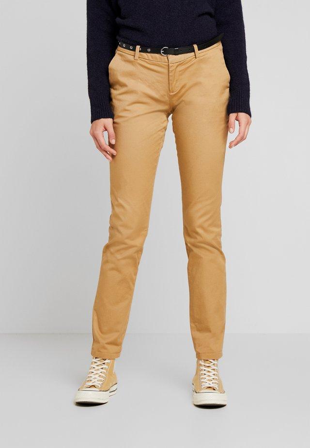 Pantalones chinos - sand