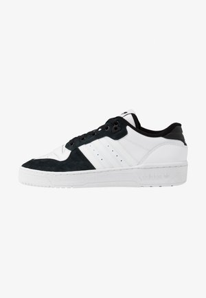 RIVALRY - Matalavartiset tennarit - footwear white/core black