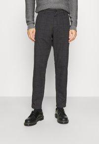 Selected Homme - SLHSLIMTAPERED YORK - Chino kalhoty - mottled dark grey/camel - 0