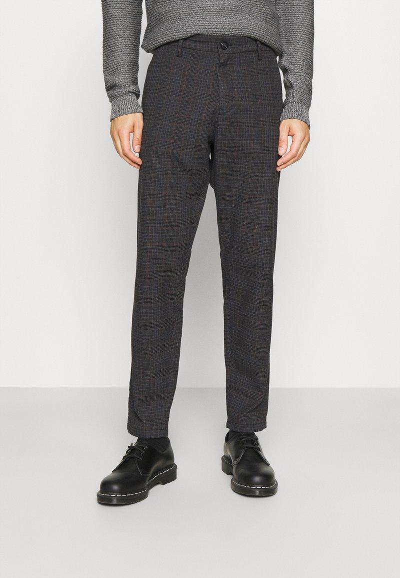 Selected Homme - SLHSLIMTAPERED YORK - Chino kalhoty - mottled dark grey/camel