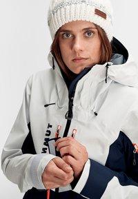 Mammut - Kurtka snowboardowa - marine-bright white - 8