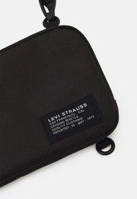 Levi's® - HORIZONTAL LANYARD BAG UNISEX - Olkalaukku - regular black - 3
