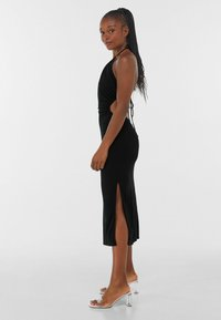 Bershka - WITH CUT-OUT AND OPEN BACK  - Cocktailklänning - black - 2