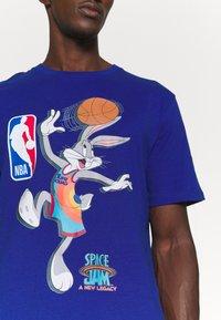 Outerstuff - NBA SPACE JAM 2 THE HOOK TEE - Print T-shirt - blue - 5