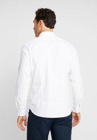 Marc O'Polo - CAMBRIDGE SHAPED FIT KENT COLLAR - Shirt - white - 2
