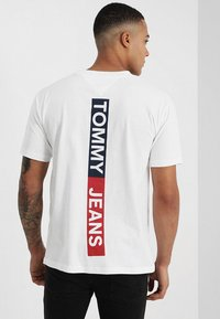 Tommy Jeans - BACK STRIPE TEE - Print T-shirt - white - 0