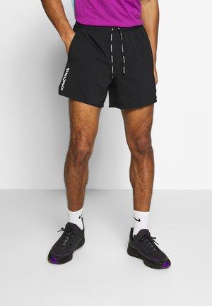 M NK FLX STRIDE SHORT 5IN TKO - Pantalón corto de deporte - black