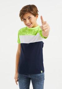 WE Fashion - MET COLOURBLOCK - Print T-shirt - yellow - 1