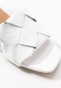 L'INTERVALLE - SLOANE - Sandaalit nilkkaremmillä - white - 2