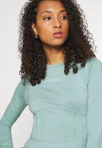 Missguided - BRANDED CORSET WAIST DRESS - Vestido de tubo - blue - 3