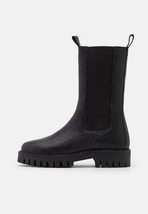 CHERRIE - Vysoká obuv - black