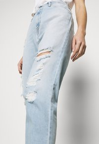 Calvin Klein Jeans - MOM - Jeansy Relaxed Fit - blue - 3