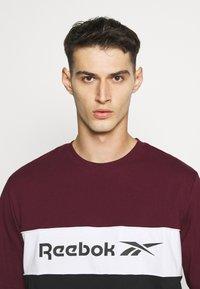 Reebok Classic - LINEAR TEE - Print T-shirt - maroon - 4