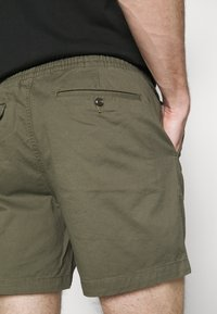 Polo Ralph Lauren - 6-INCH POLO PREPSTER TWILL SHORT - Shorts - expedition olive - 5