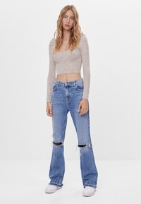 Bershka - MIT ZIERRISSEN - Jeans a zampa - blue - 1