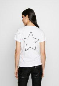 Pinko - PATACIA - T-shirt z nadrukiem - bianco - 2