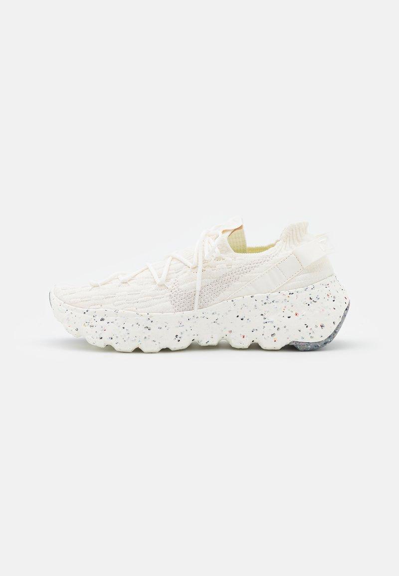 Nike Sportswear - SPACE HIPPIE 04 - Sneakers basse - sail/light orewood brown/sail