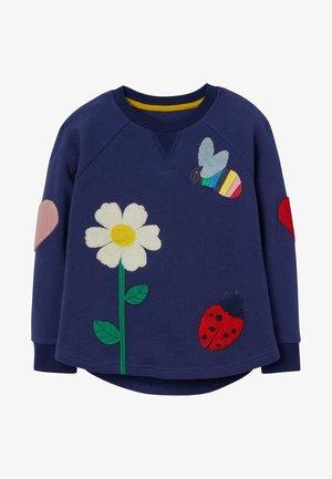 MIT STRUKTURIERTER APPLIKATION - Sweatshirt - segelblau, blumen und bienen