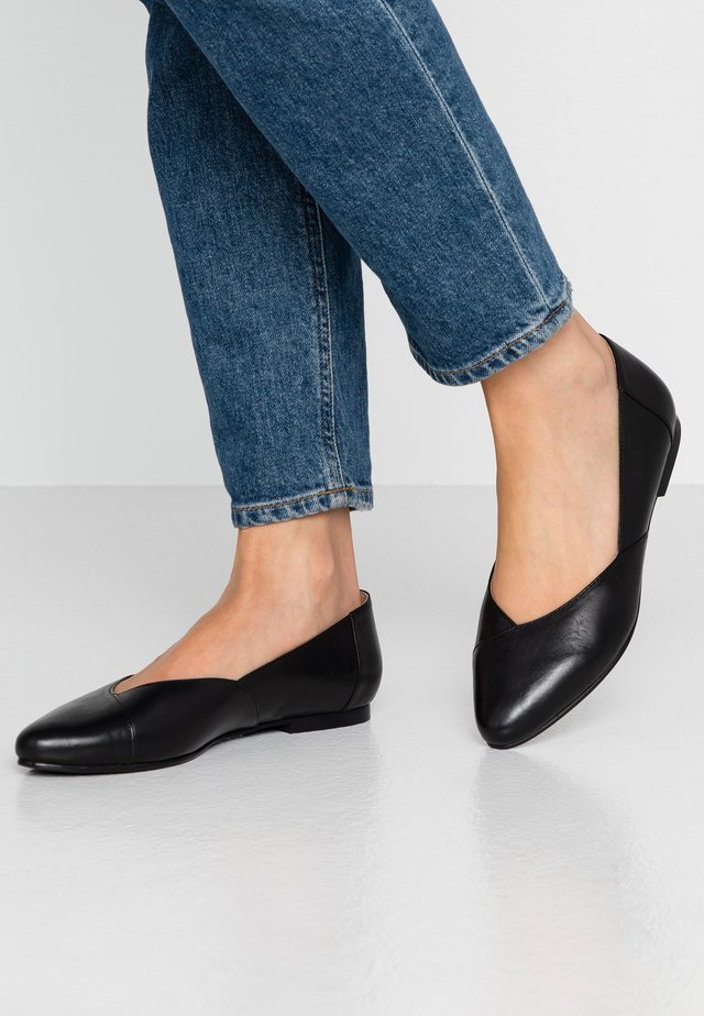 LEATHER BALLERINAS - Bailarinas - black