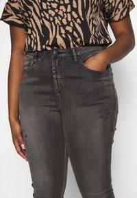 Zizzi - LONG AMY - Jeans Skinny Fit - grey denim - 4