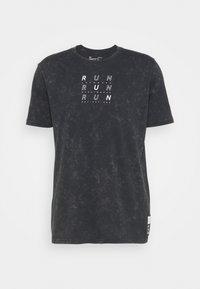 RUN ANYWHERE - Print T-shirt - black