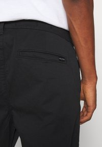 Hollister Co. - TAPER CROP - Chinos - black - 5
