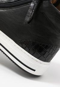 Gabor Comfort - Sneakersy wysokie - schwarz - 2