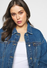 Missguided Plus - OVERSIZED JACKET - Giacca di jeans - indigo - 4
