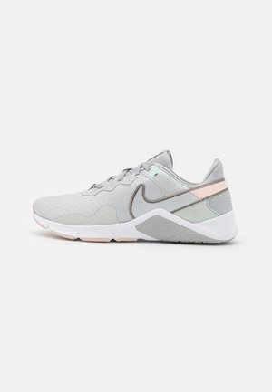LEGEND ESSENTIAL 2 - Sports shoes - grey fog/metallic pewter/pale coral/white