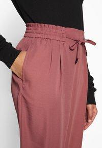 Vila - VIIRIS RWRE 7/8 PANT - Trousers - dusty cedar - 4
