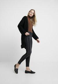 comma - Jeans Skinny Fit - black denim - 1