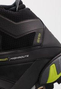 Millet - HIGHROUTE GTX - Walking boots - black/acid green - 5