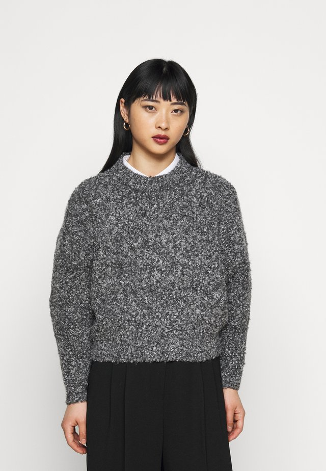 PCDEEPY O NECK - Sweter - light grey melange