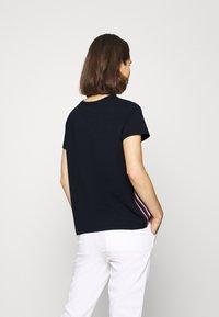 Tommy Hilfiger - THEA TEE - T-shirts print - desert sky - 2
