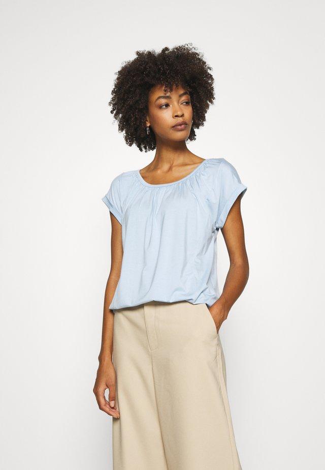 MARICA  - T-shirt basique - skyway blue