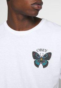 Obey Clothing - BUTTERFLY - Triko spotiskem - white - 6