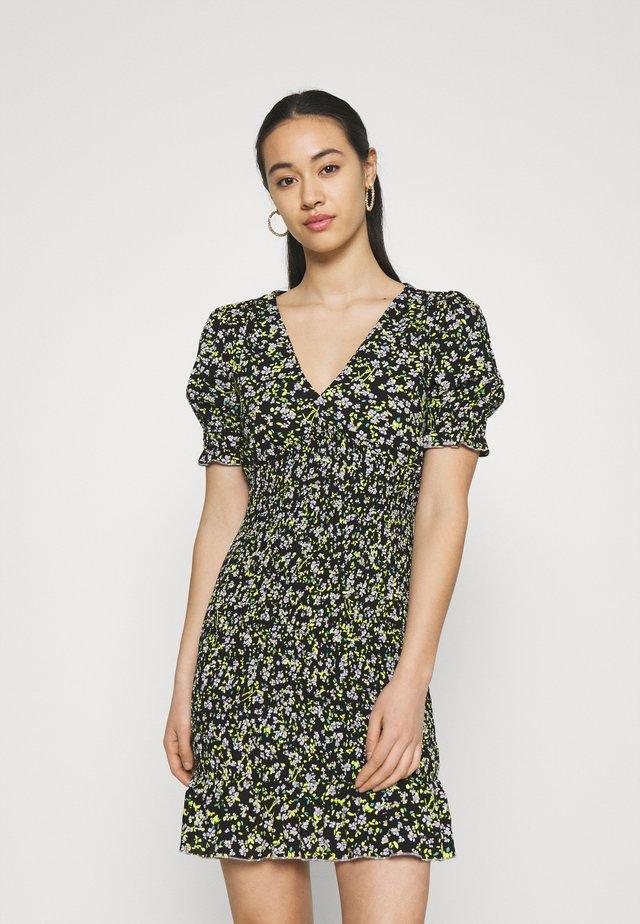 SMOCK BODY FLORAL DRESS - Korte jurk - black/green