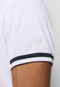Cross Sportswear - BRASSIE - Polotričko - white - 3