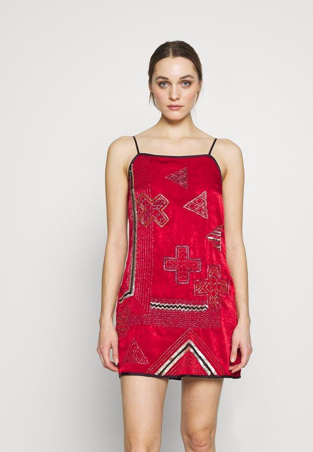 FREYA MINI DRESS - Kjole - rouge/multi