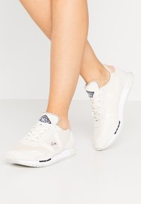 Lacoste - PARTNER RETRO  - Baskets basses - offwhite/natural - 0