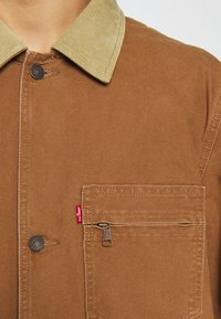 Levi's® - BRISBANE CHORE COAT UNISEX - Cappotto corto - toffee chorecoat - 8